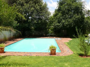 Drifters Johannesburg Lodge Swimming Pool
